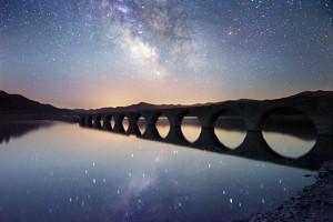 夏のタウシュベツ橋梁と天の川