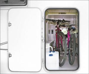 大型収納 自転車二台も乗せられます。