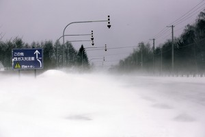 冬の地吹雪